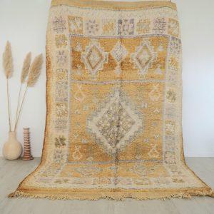 Tapis berbere Marocain vintage fait main en pure laine aux tons beige et nude