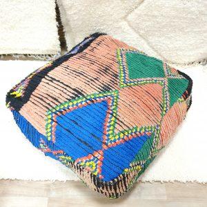 Pouf berbere Marocain fait main à partir d'un tapis pure laine ancien