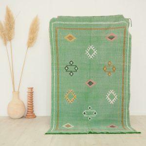 Tapis fait main au Maroc en fibres végétales couleur vert d'eau