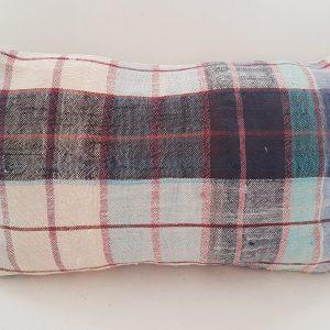 coussin en tissu à carreaux
