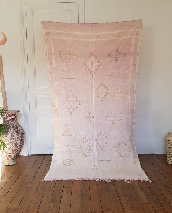 Handmade moroccan pink rug