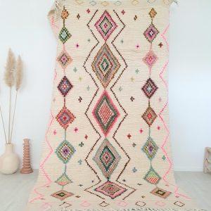 Tapis berbère Marocain en pure laine de mouton écru avec motifs colorés