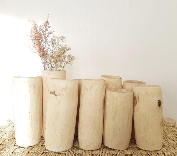 Vase en bois et fleurs séchées