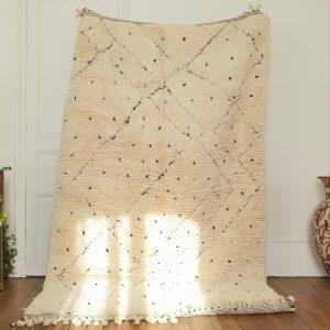 tapis Berbère marocain blanc à pois noirs