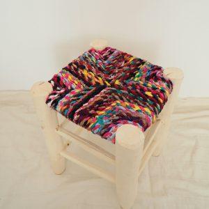 Tabouret Berbere Marocain fait main en bois et assise en tissu multicolore