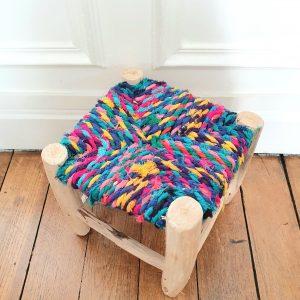 Tabouret fait main assise en tissu miulticolore