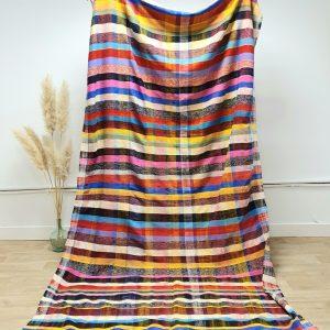 Couverture vintage Marocaine à carreaux et rayures multicolores