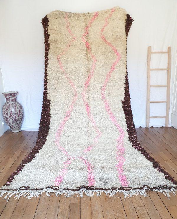 Tapis berbère ancien en pure laine écrue marron et rose
