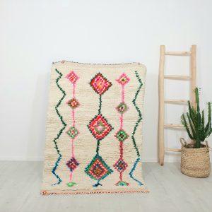 Tapis berbere Marocain fait main en pure laine avec motifs colorés