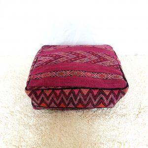 Pouf réalisé à la main à partir d'un tapis berbère marocain vintage