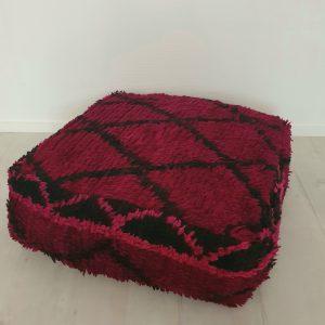 Pouf berbère marocain fait main à partir d'un tapis vintage
