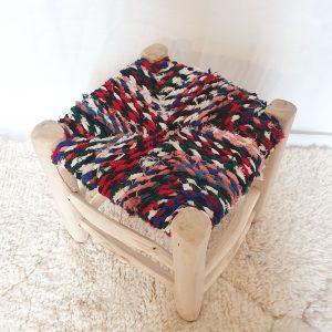 Tabouret traditionnel artisanal Marocain en bois et tissus multicolores