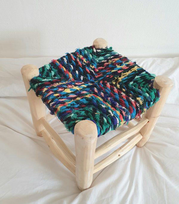 Tabouret traditionnel Berbere Marocain fait main en bois et chutes de tissus