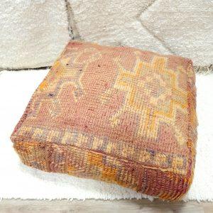 Pouf berbere Marocain fait main en pure laine à partir d'un tapis vintage