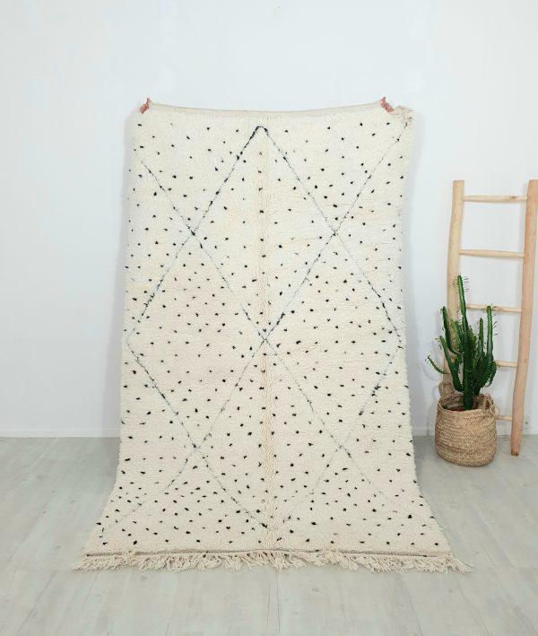Grand tapis berbère noir et blanc en pure laine réalisé à la main au Maroc