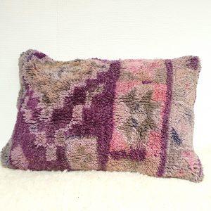 Coussin fait main au Maroc à partir d'un tapis ancien en pure laine