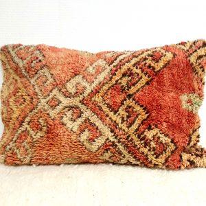 Coussin fait main au Maroc en pure laine aux tons roses