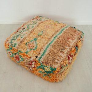 Pouf berbère Marocain fait main à partir d'un tapis ancien