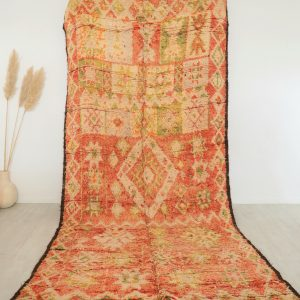 Grand tapis ancien fait main au Maroc, en pure laine avec motifs berberes